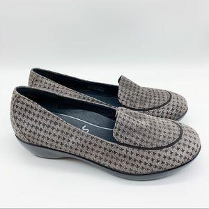 DANSKO gray houndstooth check loafer flats, 39.
